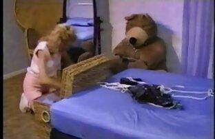Hottie en lencería compartida por 2 pollas grandes videos eroticos en español latino
