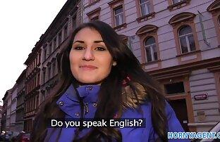 MILF británica Nici Stirling en un cuarteto FFMM con medias porno latino espanol
