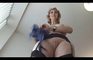 BBW porno español latino gratis hace que su esclavo atado se pajee mientras él la lame.