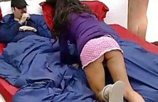 Nena cachonda en rosa se desnuda para una gran polla hentai porno latino negra
