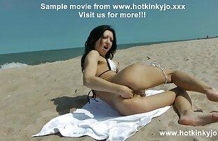 Danni Ashe se desnuda videos de sexo en español latino junto a la piscina (versión de pantalla dividida)